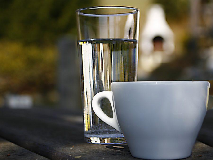 コーヒー好きは要注意!水分補給に適した飲料水とは?